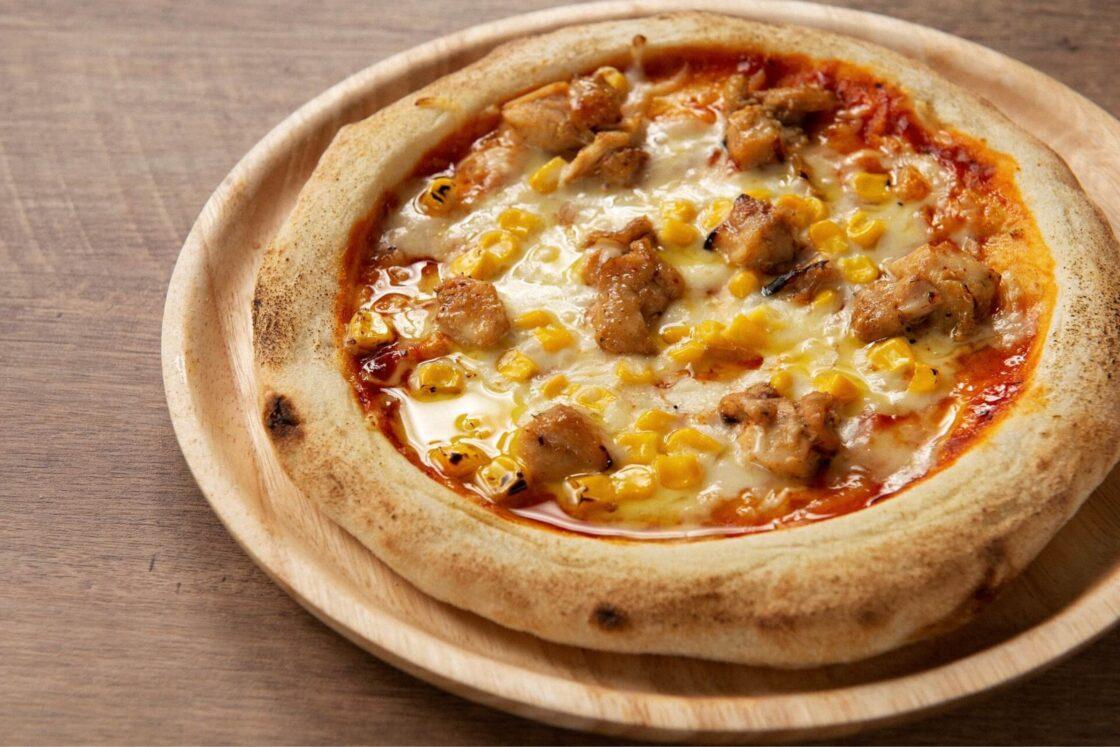 ピリッとした柚子胡椒が隠し味の「豊後鶏の炭火焼ピザ」