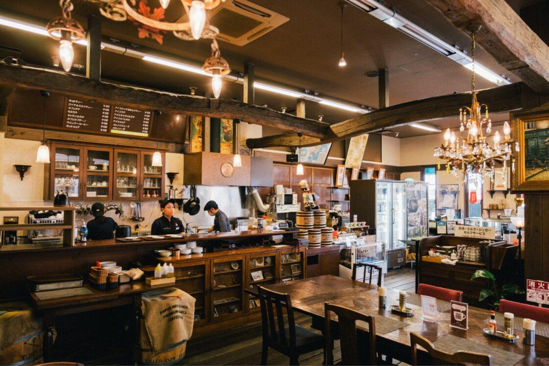 スペシャルティコーヒーを提供する「珈琲豆処夢珈(ゆめか)」や、県産食材を提供するレストラン「滋味創菜 百膳の夢」の2つの飲食店も展開