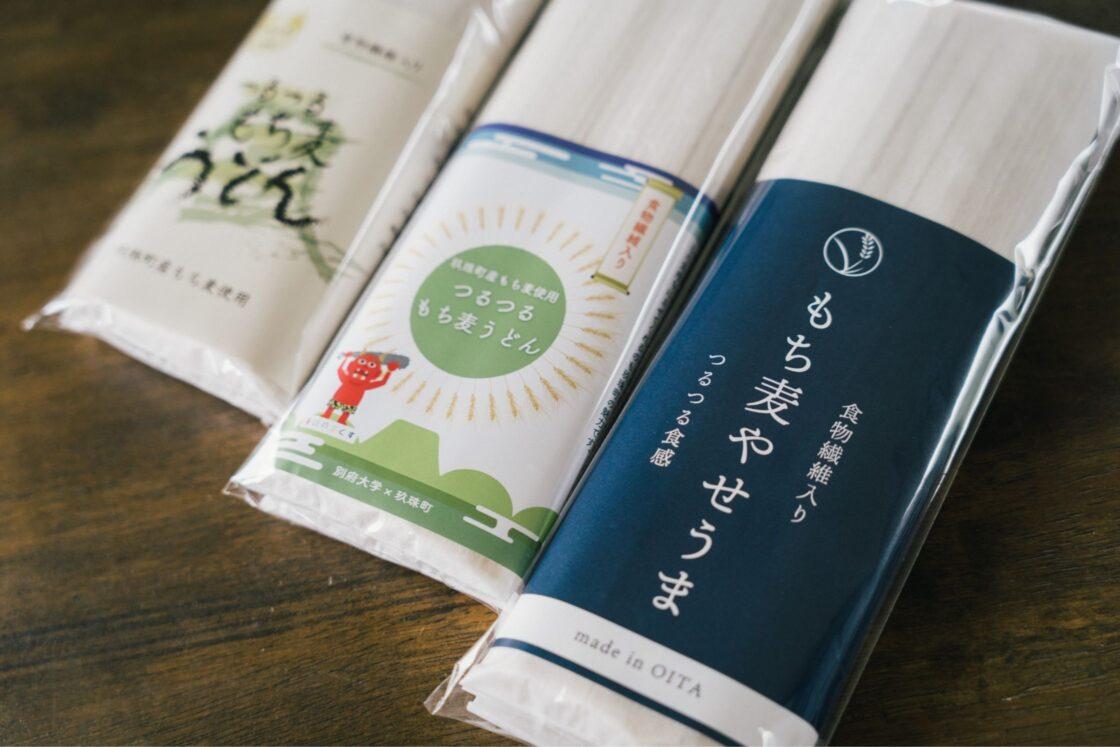 別府大学との共同開発で、有限会社四井製麺工場(宇佐市)が製造する『つるつるもち麦うどん』や『もち麦やせうま』