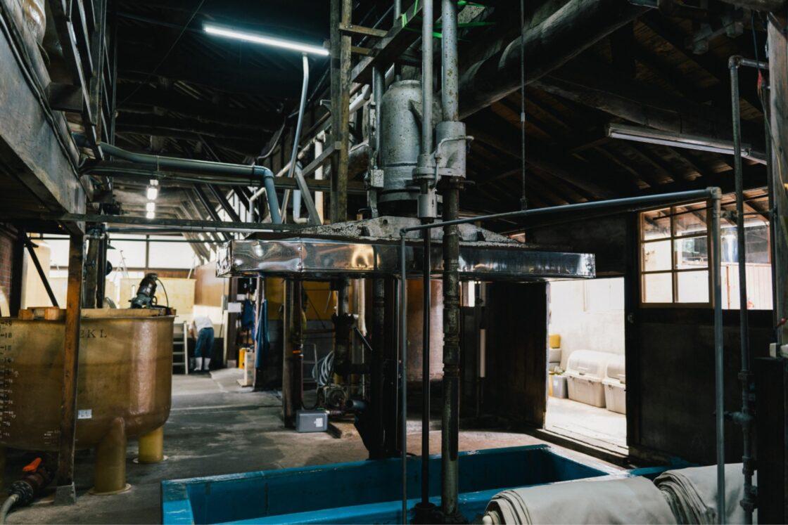 こだわりは、大正8年の創業から変わらない天然醸造でつくること