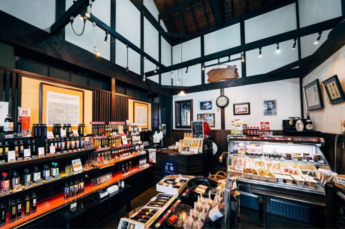 二反田醤油店の工場敷地内に併設している店舗
