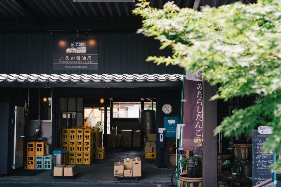 昔は当たり前だった一般家庭への配達。二反田醤油店では今も変わらずにおこなっている